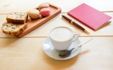 马卡龙饼干与咖啡杯