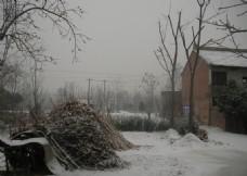 大雪过后的农村风景