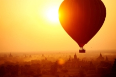 太阳和热气球图片