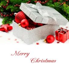 圣诞礼物与圣诞球图片