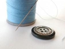 淡蓝色的线与扣子图片