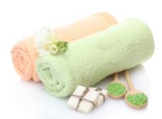 毛巾与鲜花摄影图片