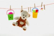 晾绳上的玩具图片
