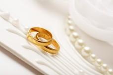 金戒指与结婚项链图片