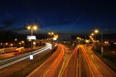 夜晚下的路面