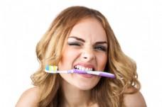咬着牙刷的美女图片