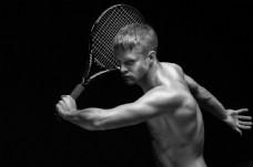 打棒球的肌肉男人图片