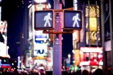 电线杆上的交通信号灯图片