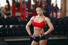 展示美好身材的健身美女图片