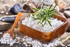 spa浴盐摄影图片