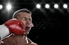 打掉牙套的拳击运动员图片