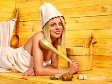 拿着木勺的性感女人图片