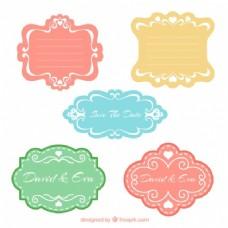 一套老式的彩色婚礼徽章