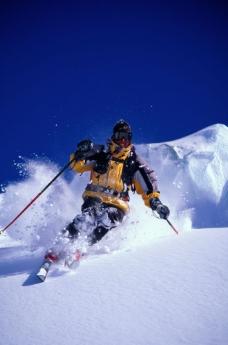 正在滑雪的人图片