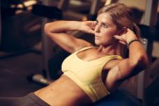 健身房瘦身美女图片