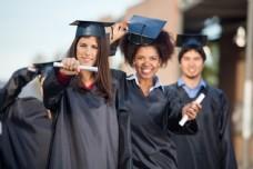 毕业的大学生图片