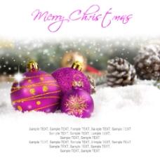 雪地上的圣诞球图片
