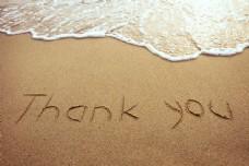 沙滩上印下的谢谢字母图片