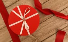 红色蝴蝶结蛋糕礼盒摆拍